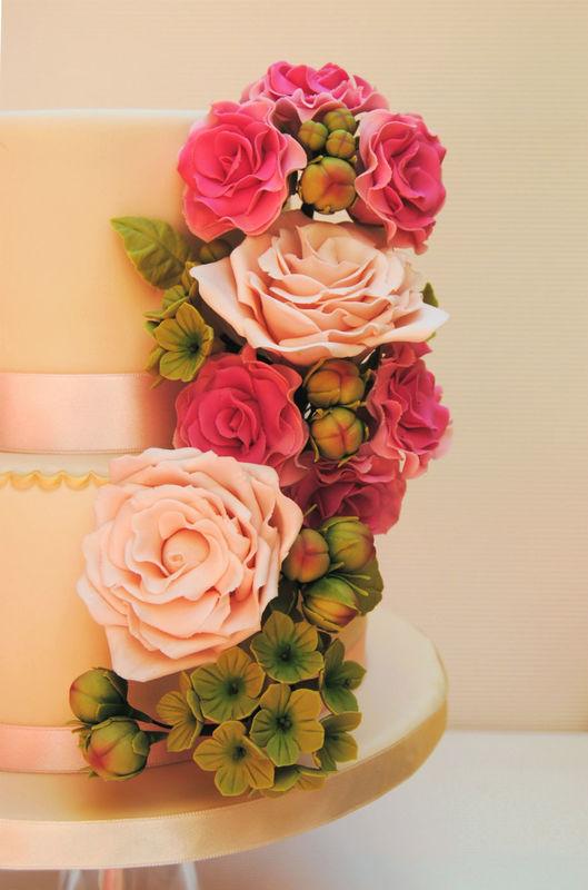 Bouquet de flores de azúcar a juego con el ramo de la novia.