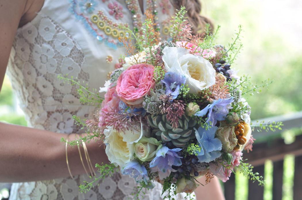 Brautstrass Englische Rosen (Foto: Fleur Deluxe)