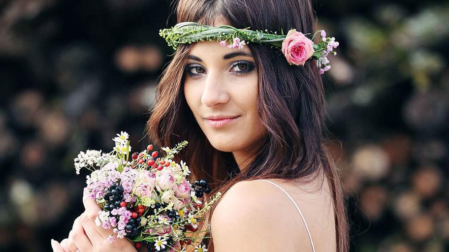Beispiel: Blumenkranz für den Kopf, Foto: Blumen Isabella.