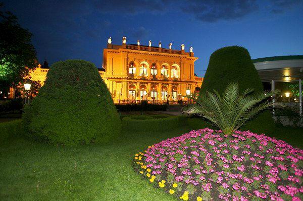 Beispiel: Kursalon bei Nacht, Foto: Kursalon Wien.