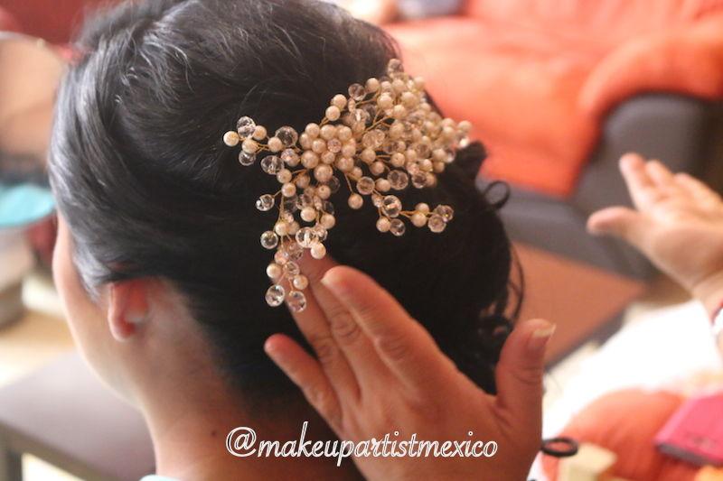 Peinado profesional novia con un tocado muy natural. Makeup Artist Mexico
