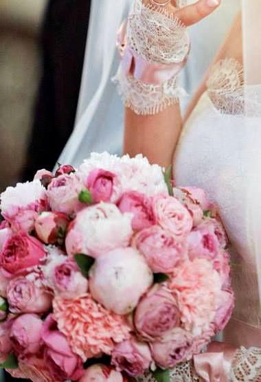 romantyczny bukiet ślubny z różyczek,piwoni,goździka