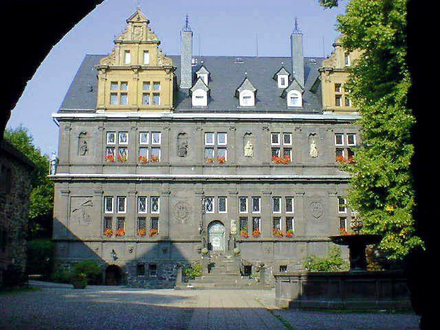 Beispiel: Blick durch Tor, Foto: Schlosshotel Friedewald.