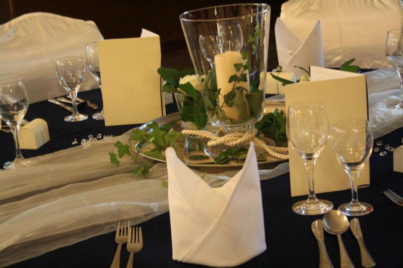 Beispiel: Tischdekoration, Foto: Hotel Schöne Aussicht.