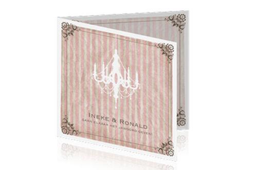 vintage trouwkaart met oud frans behangetje en een mooie kroonluchter