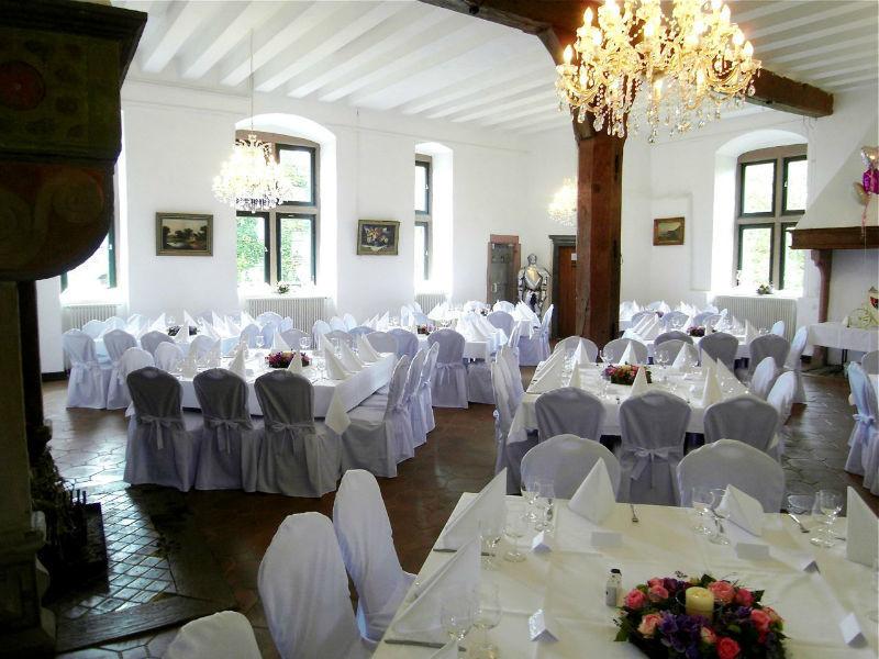 Beispiel: Ihre Hochzeitstafel mit Servicepersonal, Foto: A-Z Erftland Partyservice.