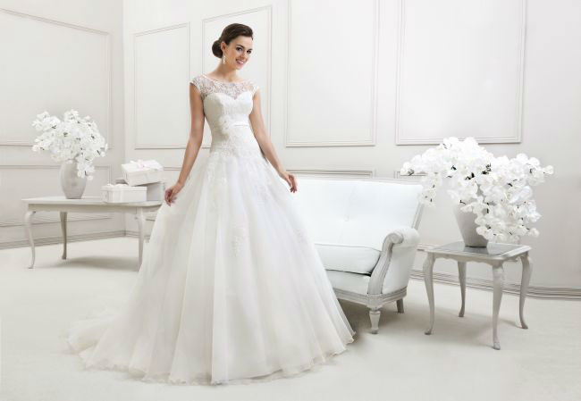 Beispiel: Brautmode - MODE DE POL Agnes, Foto: Cinderella Braut- und Festtagsmoden.