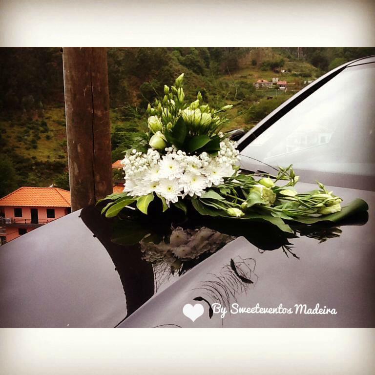 Arranjos florais nos carros