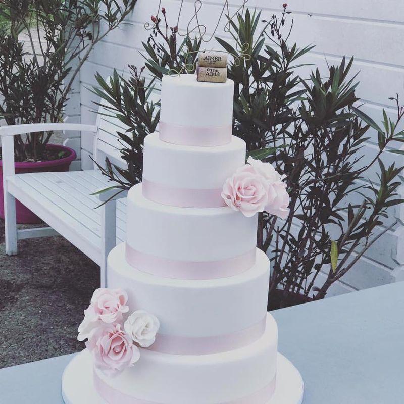 Wedding Cake Blanc et roses en sucre