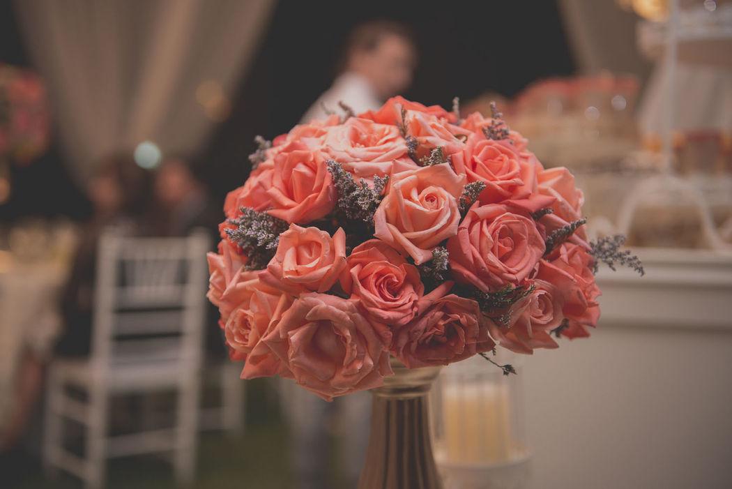 Arreglo floral con rosas naturales