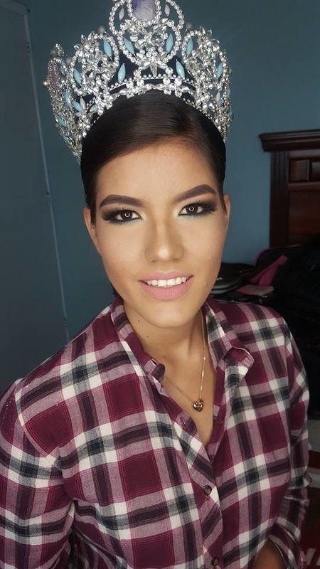 Karla Sangeado Make Up Artist