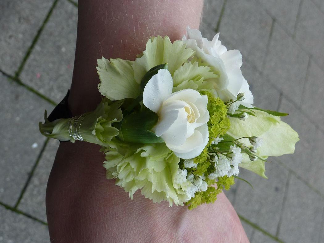 Beispiel: Blumenschmuck, Foto: Blumenbinderei.