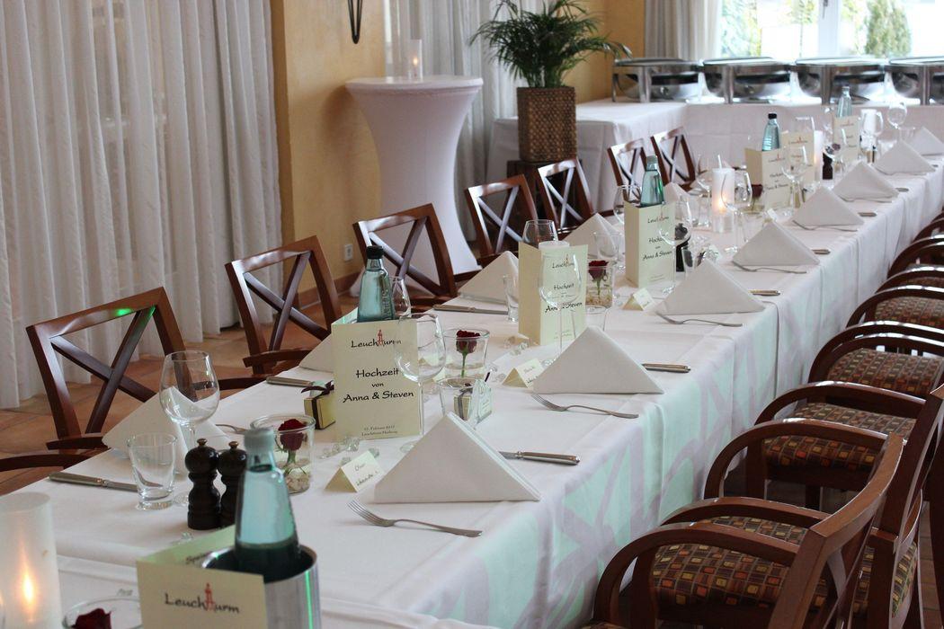 Beispiel: Festsaal - Hochzeitstafel, Foto: Restaurant Leuchtturm.