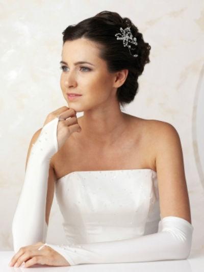 Beispiel: Handstulpen für die Braut, Foto: feminin Braut- und Abendmode Accessoires.