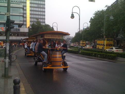 Beispiel: Rundfahrt mit Bierausschank, Foto: BierBike Berlin.