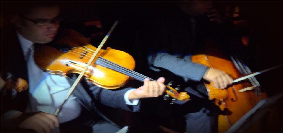 Cerimonia de casamento com quarteto de cordas.