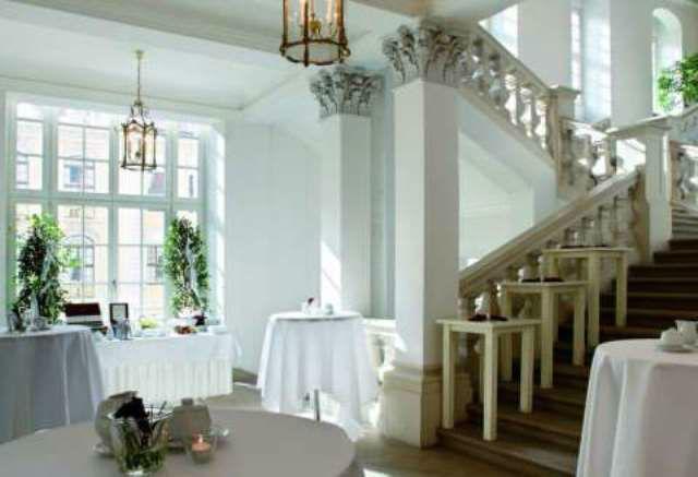 Beispiel: Treppenaufgang, Foto: Hotel Taschenbergpalais Kempinski.