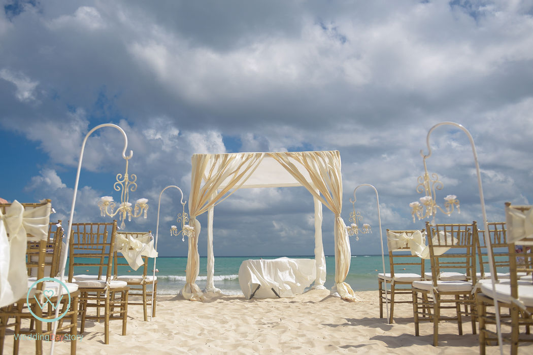 Ceremonia en la Playa La Esmeralda