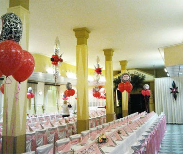 Beispiel: Geben Sie Ihrer Hochzeitsfeier einen unvergleichlichen Charme, Foto: Erlebnis Dekoration.
