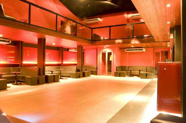 Red Lounge Buffet