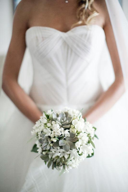 Serena Obert Weddings & Events | Ci occupiamo della mise della sposa, dal trucco all'acconciatura, passando per l'abito e gli altri accessori