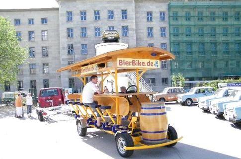 Beispiel: Lustige Idee für die Hochzeitsgesellschaft, Foto: BierBike Berlin.