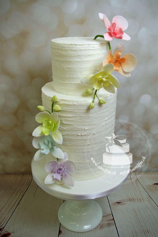Buttercrem Torten mit Blumen aus Zucker oder mit Buttercreme gespritzt