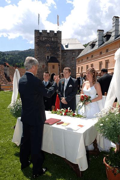 Beispiel: Trauung im Grünen, Foto: Burg Deutschlandsberg.