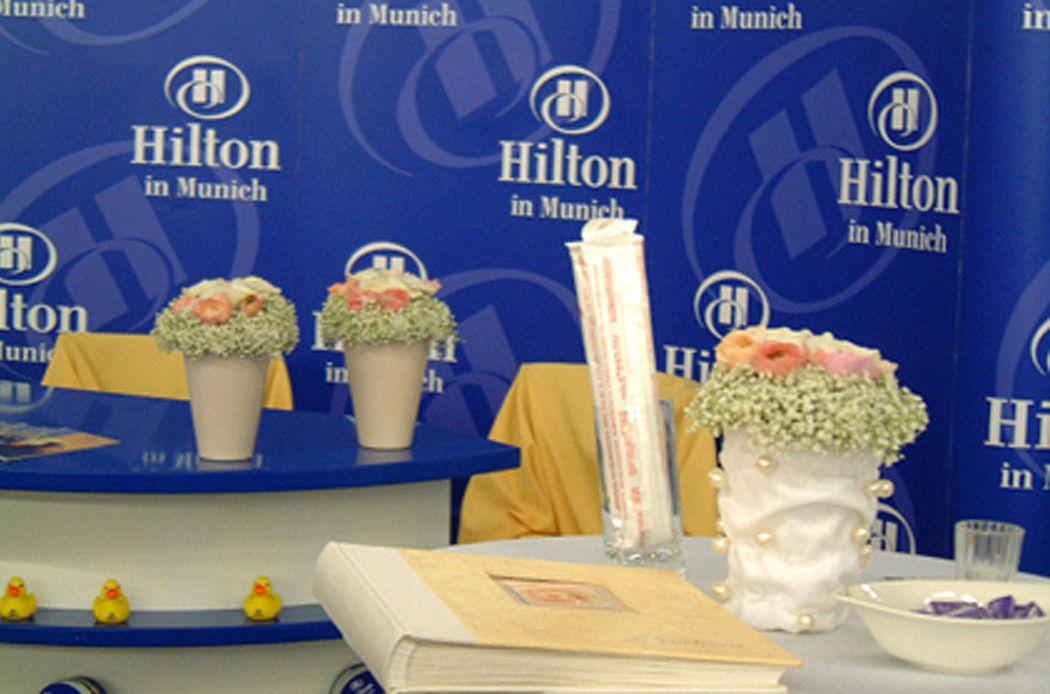 Beispiel: Tischdekoration, Foto: Blumenbinderei.