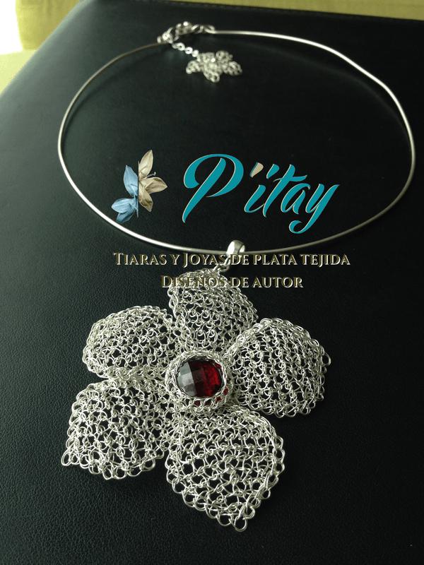 Collar  de plata con incrustacion de cristal Swarovsky.