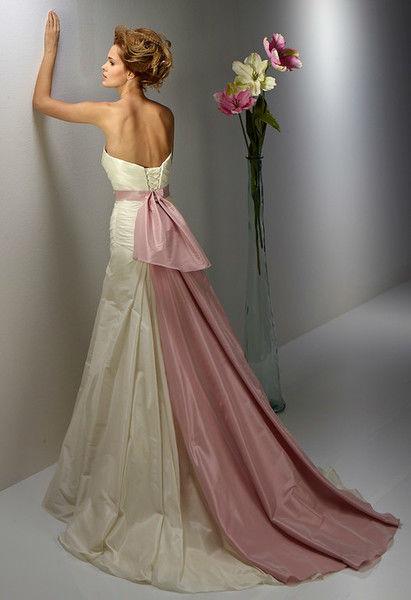 Beispiel: Brautkleidkollektion 2014, Foto: Pret a Couture & Beaute.