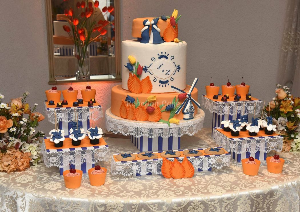 Mesa de torta y dulces con la temática elegida. Ellos se conocieron en Holanda.