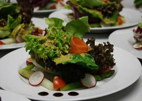 Beispiel: Erlesene Speisen, Foto: Königskraut Catering.