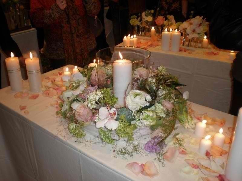 Beispiel: Tischgesteck, Foto: Moni's Blumenladen.