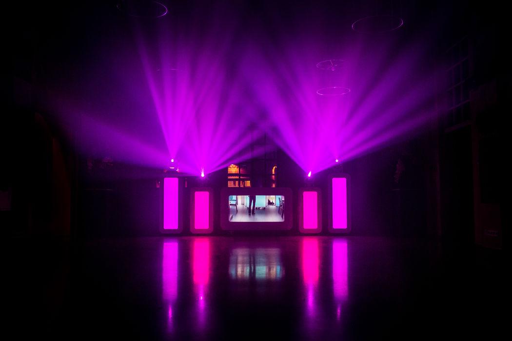 SKYFLY luxe LED verlichte DJ booth
