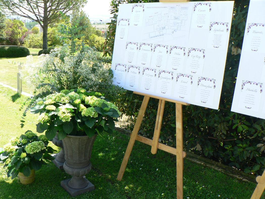 Decoración del seating con copas de hortensias