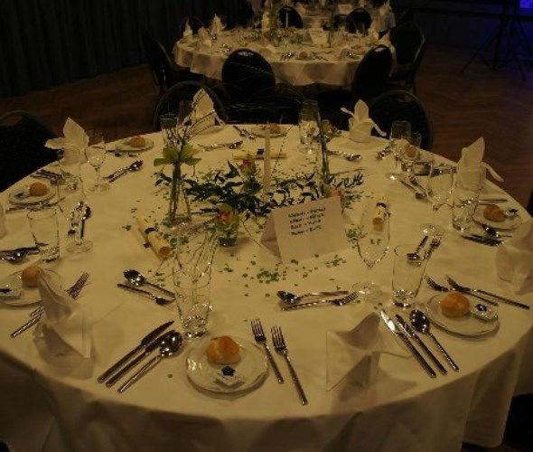 Beispiel: Hochzeitsgedeck, Foto: Die Perle.