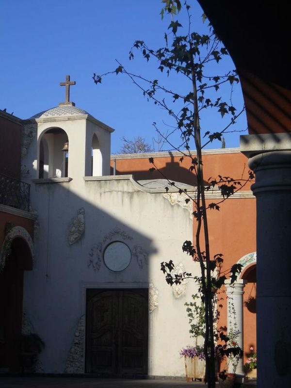 En Tequisquiapan una buena opcion Hacienda el Capricho.