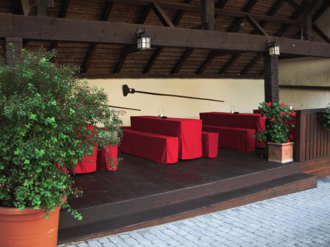 Beispiel: Sitzreihen draußen, Foto: Landgasthof Weisser Löwe.