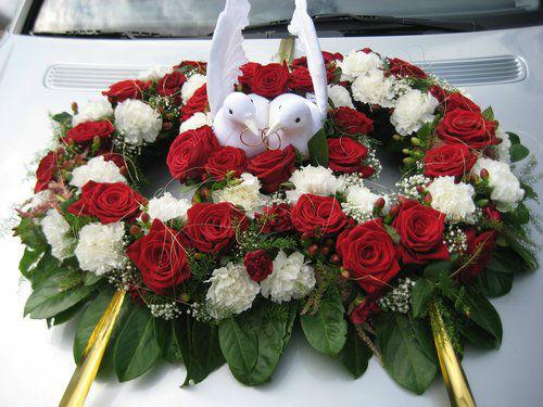 Beispiel: Gestecke fürs Brautauto, Foto: Blumenstüberl Helmut Frick.