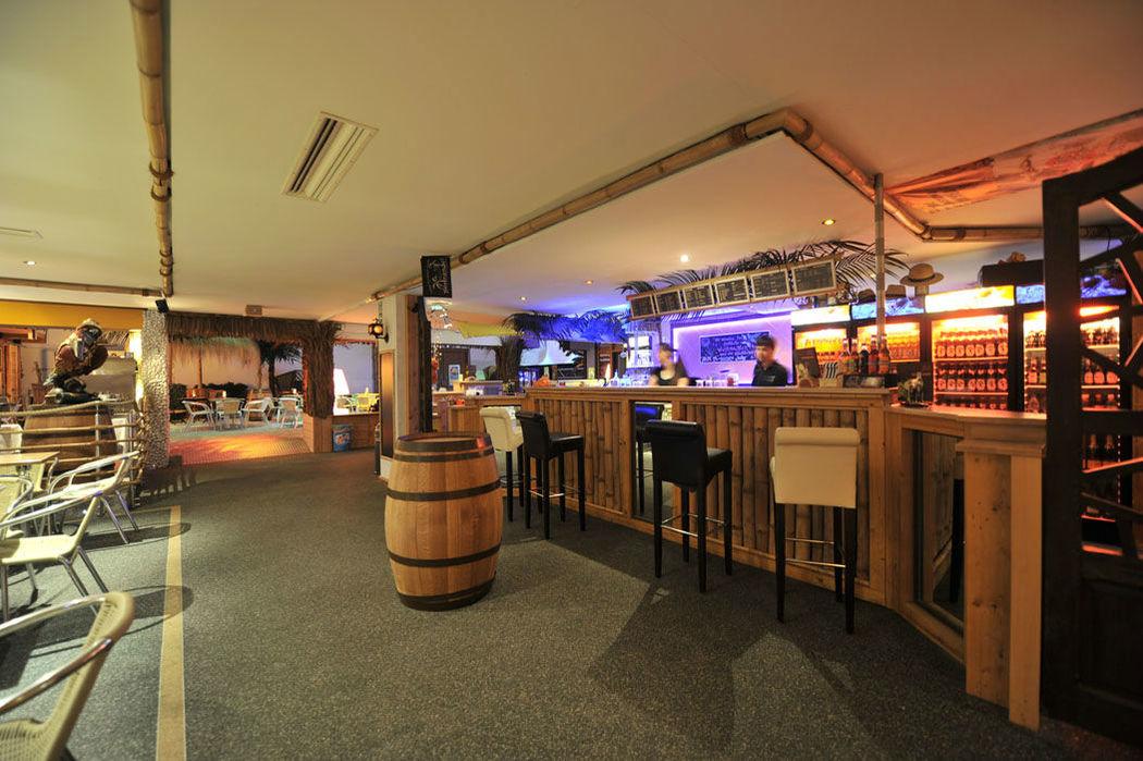 Beispiel: Innenraum - Bar, Foto: Gestrandet Indoor Beachclub Augsburg.