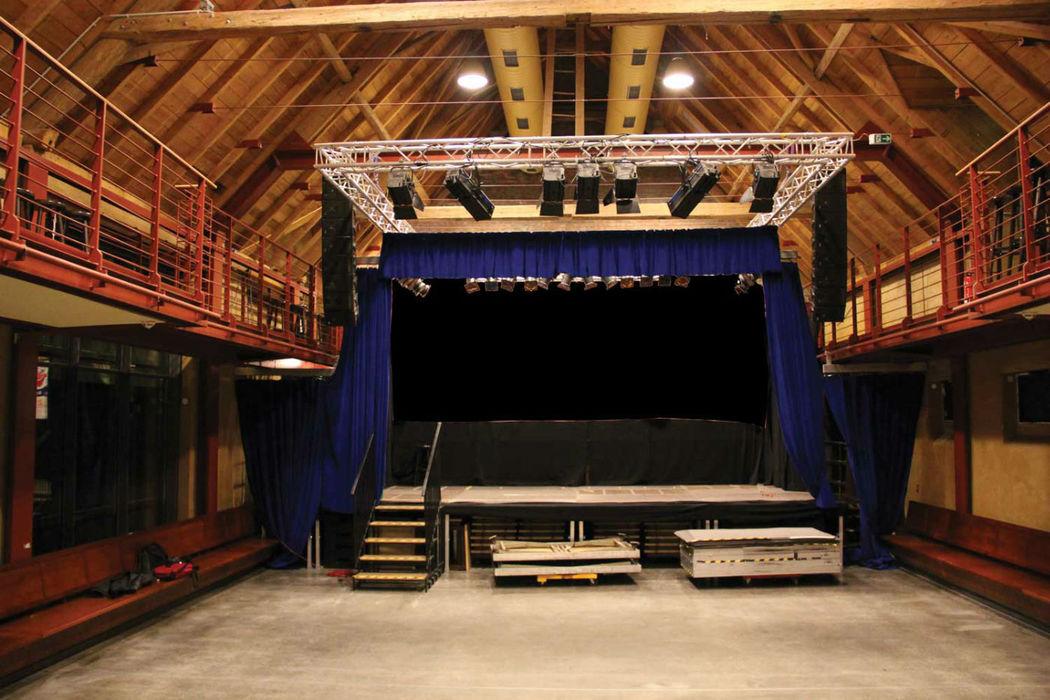 Beispiel: Saal mit Bühne, Foto: Eltzhof - das Kulturgut.