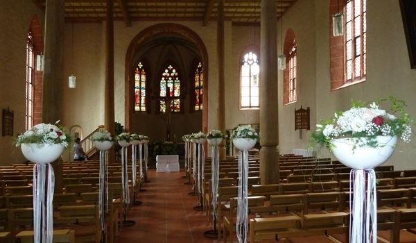 Beispiel: Kirchenschmuck, Foto: Dornröschen - Blumen Schmidt.