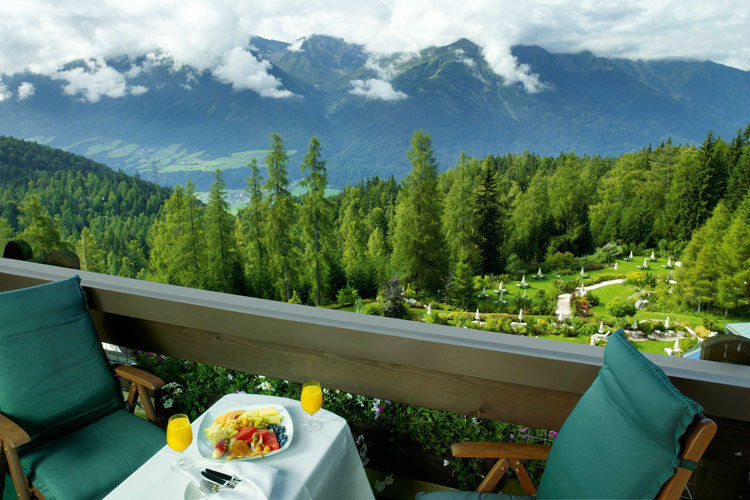 Beispiel: Ausblick - Umgebung, Foto: Interalpen Hotel.