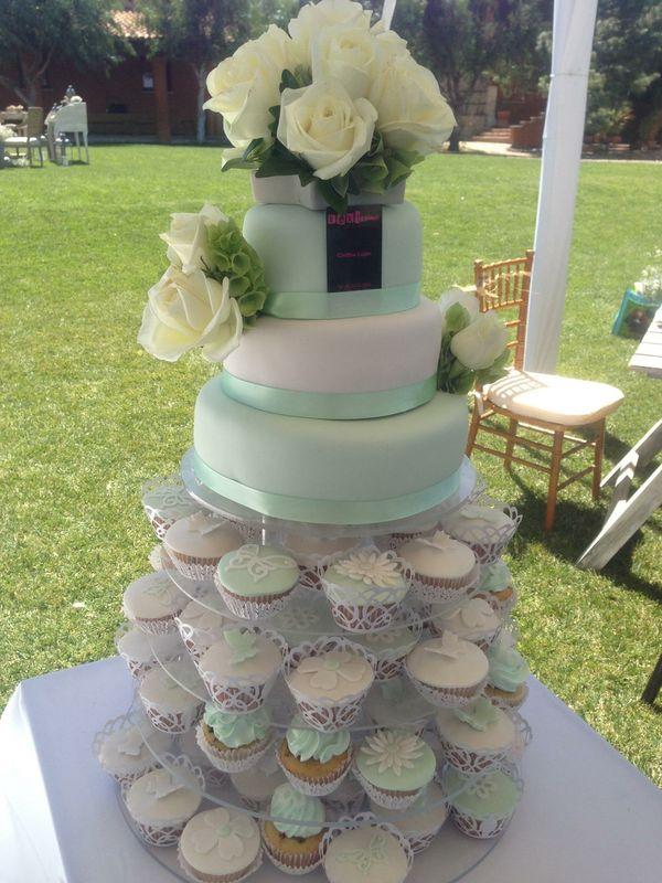 Pastel y Torre de Cupcakes