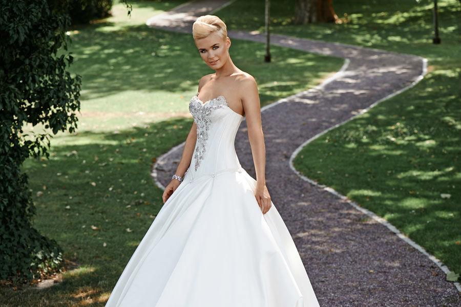 Beispiel: Atemberaubende Brautkleider, Foto: Mery's Couture Bern.