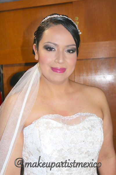 Peinado y maquillaje  novia premium segura y linda.  Makeup Artist Mexico