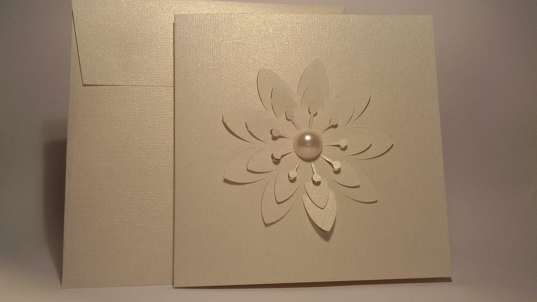 Partecipazione con intaglio fiore