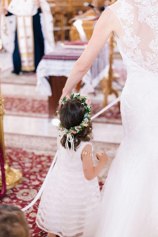 Flowercrown für das Blumenmädchen passend zum Hochzeitskonzept  Foto: Weitbklick-Fotografie