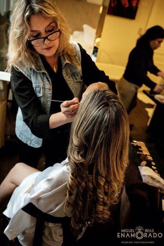 Maquillando a Roxana